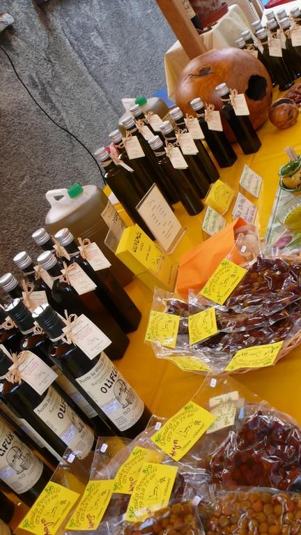 Feinstes Oliflix Olivenöl und Oliven!