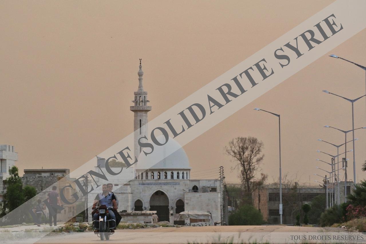Coucher de soleil, près du rond-point de Hawouz, à Alep le 07/05/2013.