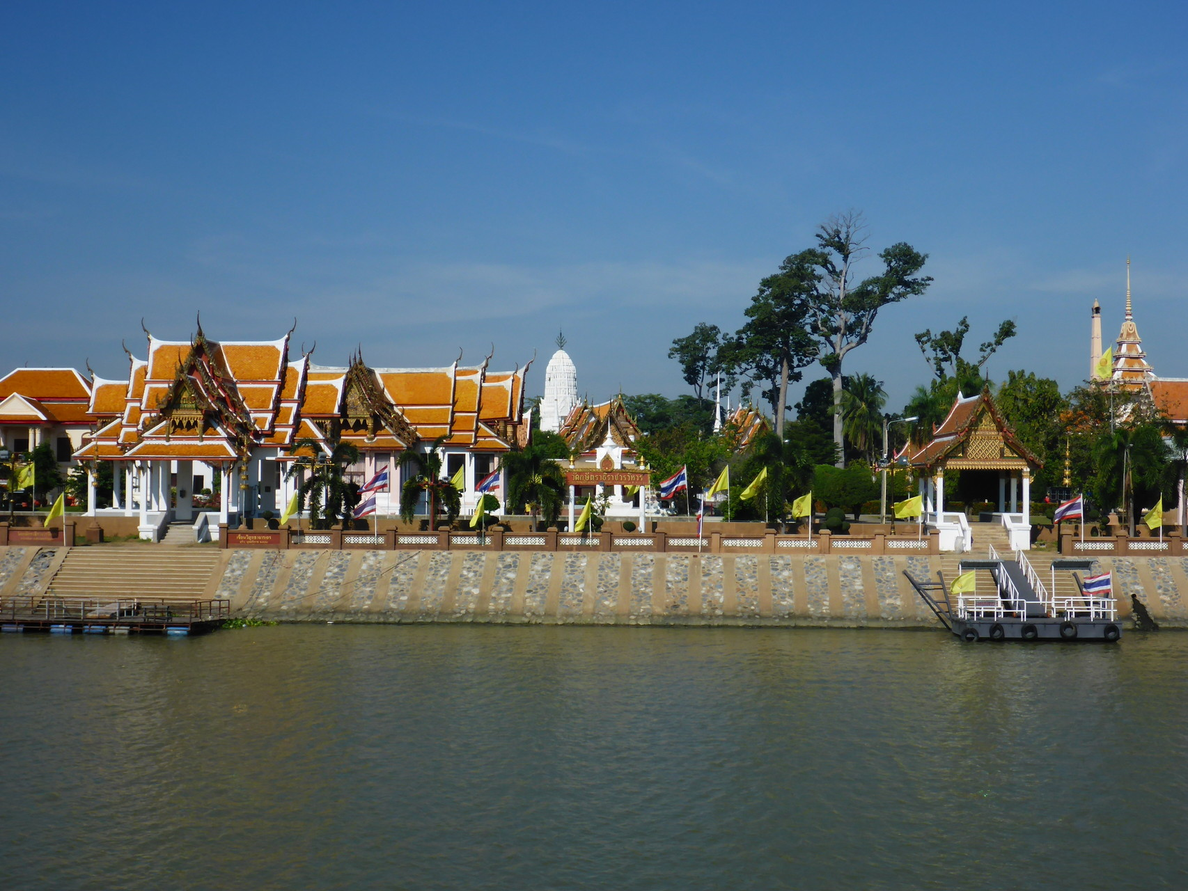 Wat auf der anderen Flußseite