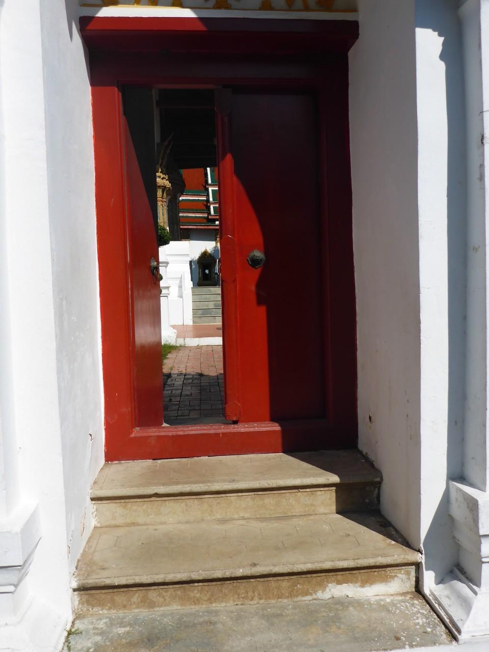 Seitentüre zu einem Wat (Kloster)