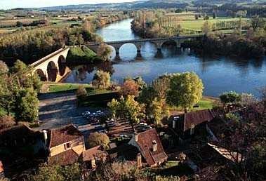 Limeuil, plus beau village de France, au confluent de deux rivières