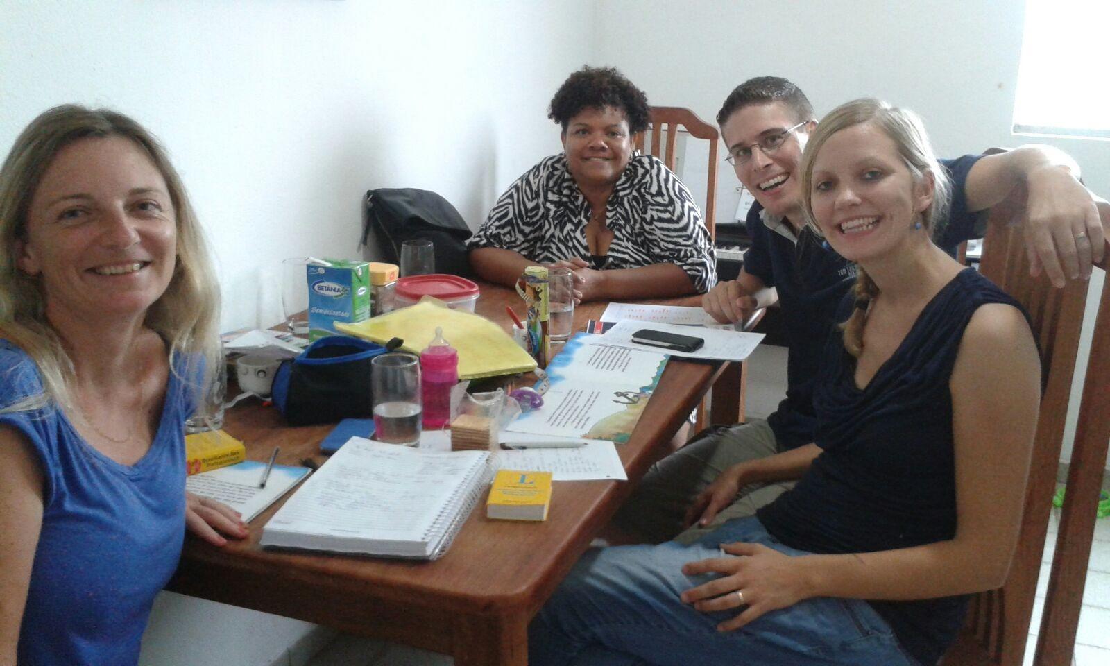 Portugiesischunterricht mit unserer Lehrerin Cicleide und mit der deutschen Studentin Christine