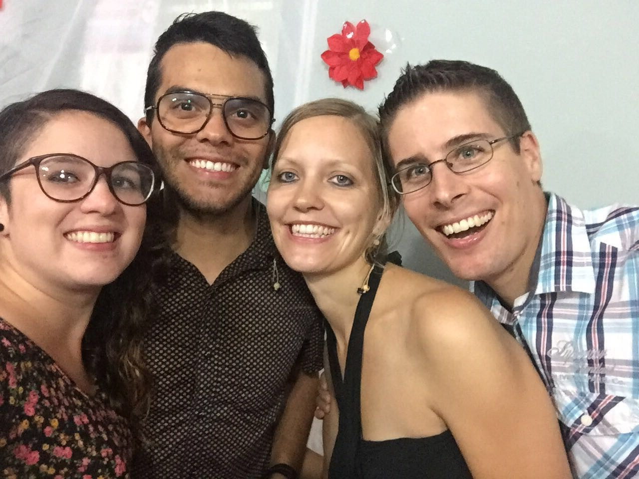 3. SpecialDinner: Selfiiii mit dem Studenten-Ehepaar Robin & Laura aus Costa Rica... :-)