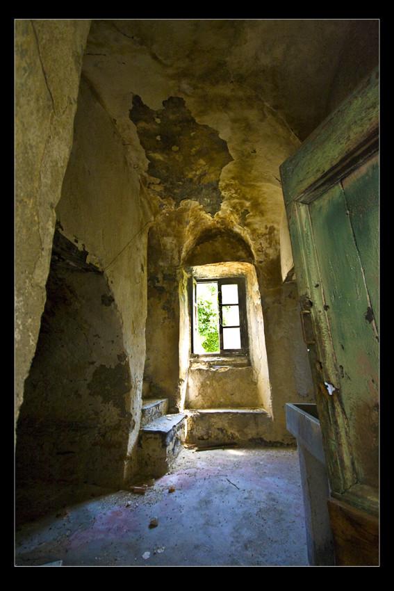 Interno casa abbandonata