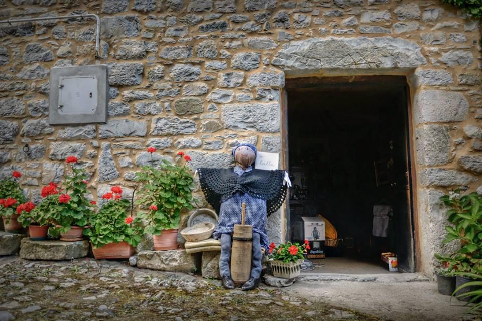 """gli """"Artigiani Creativi"""" di ArTre  a Cerignale con """"Mercatino nelle cantine"""" 10-11-12 agosto"""