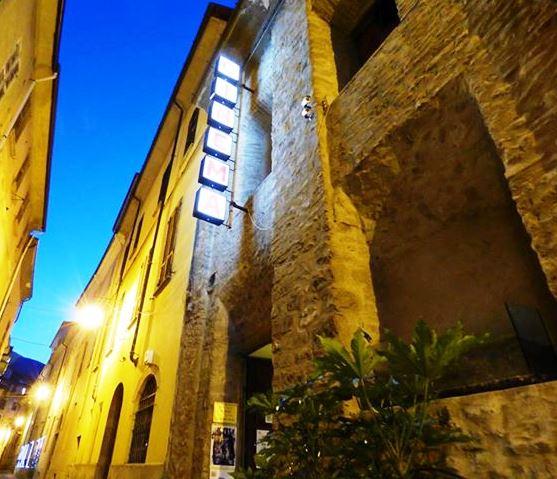 Punto associativo ArTre  Bobbio - Cinema LE GRAZIE chiedere di Cosetta D'Isola - Contrada dell'ospedale, 2  29022 Bobbio Piacenza Cell: 3468782077  www.cinemalegrazie.it  - email: bobbio@cinemalegrazie.it