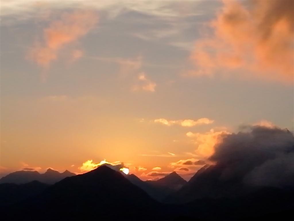 Coucher de soleil depuis le refuge de Carshina (2221m)