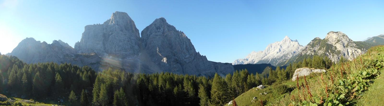 Sous le Pelmo, face Nord, et Civetta en fond (3220m)