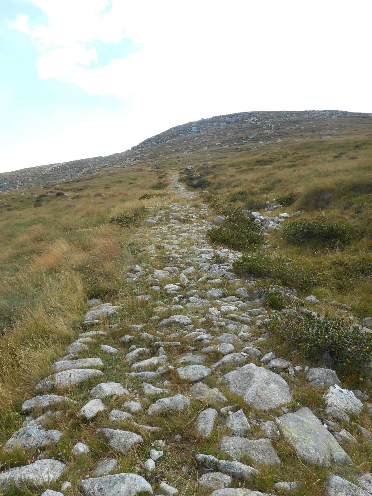 "Ancien ""Strasse"" vers le Monte Cima"