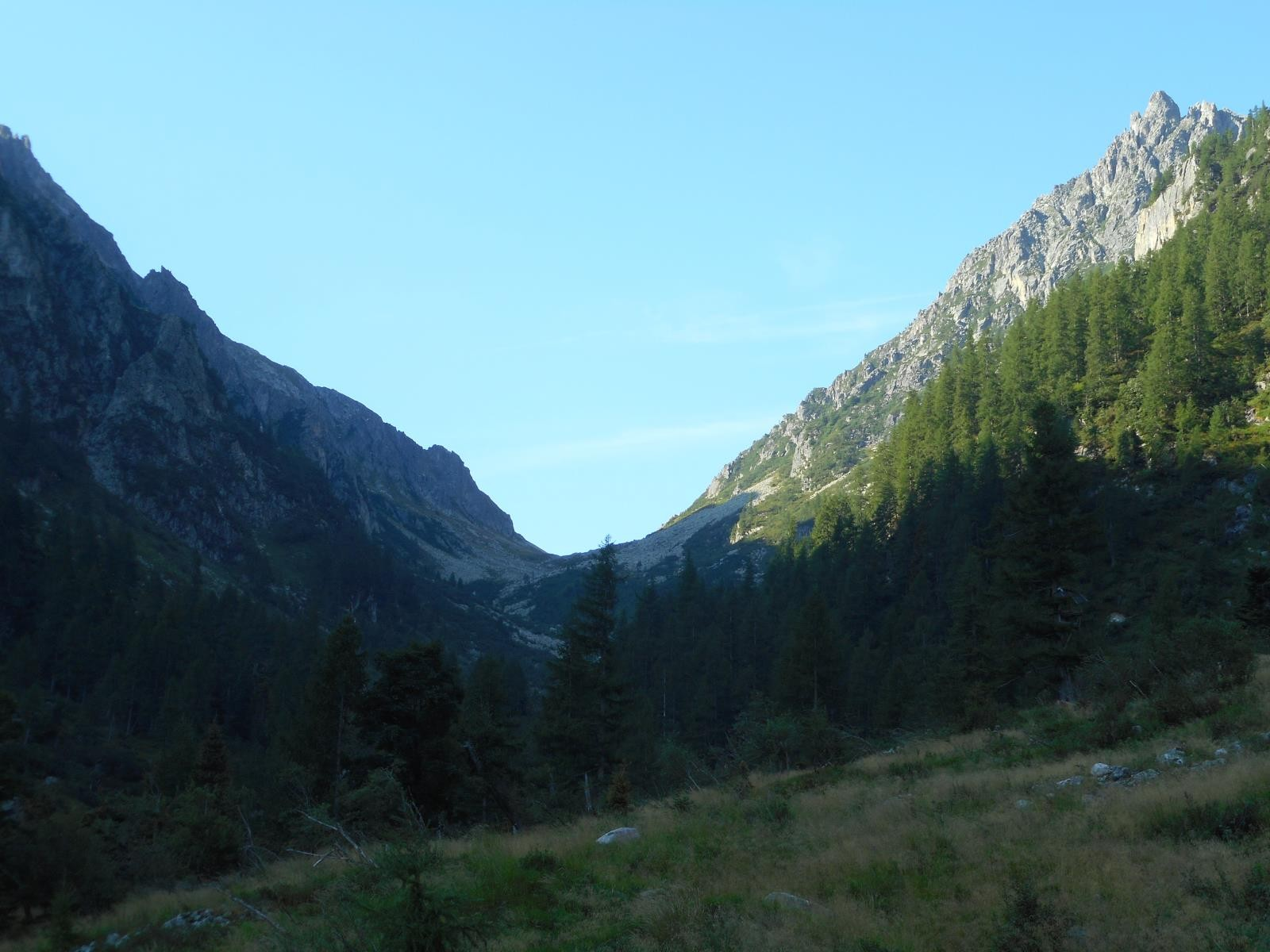 Montée vers la Forcla di Val regana