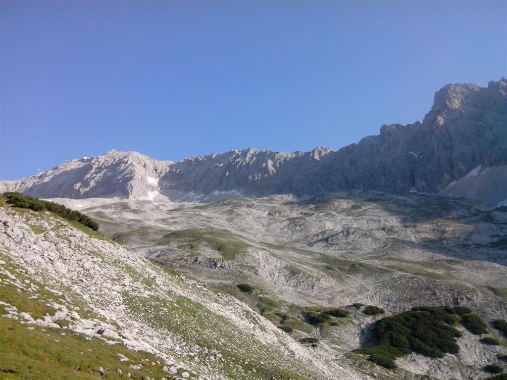 L'immense plateau sous le Zugspitze (2961m)