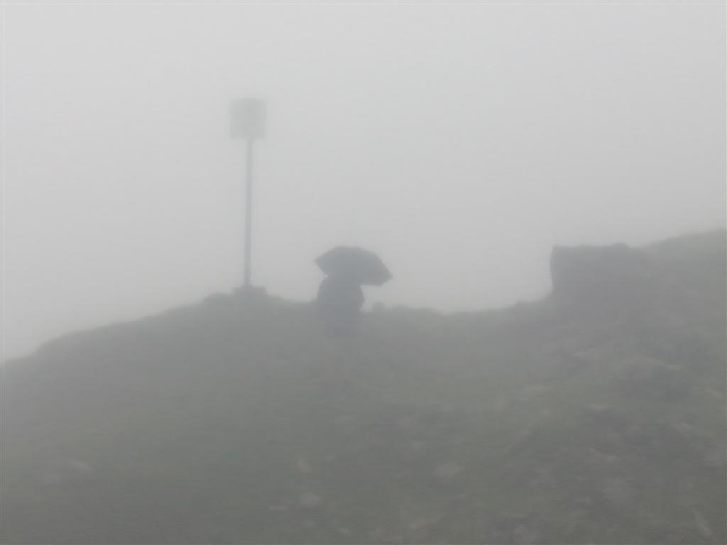 Brouillard et bruine avant le Balkenscharte (2374m)