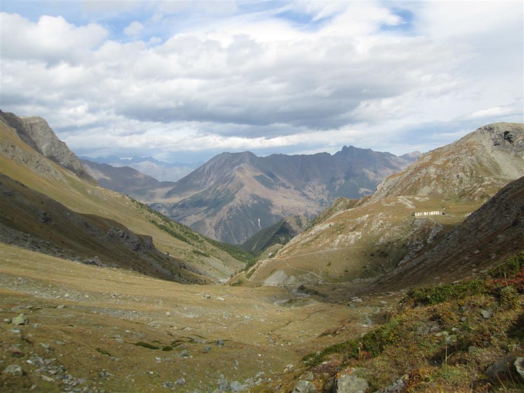 Longue montée du vallon d'Albergian : en haut grosses bourrasques !