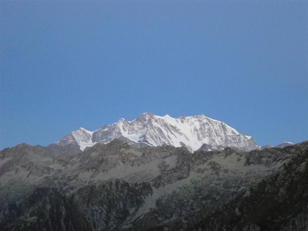 Le Mont Rose (encore plus près) depuis le nouveau Bivouac tout luxe du Colle d'Egua (2239m)