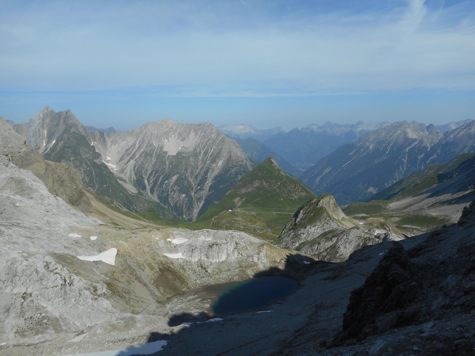 Le Memmingerhütte, et la vallée de Maldau, remontée depuis hier soir
