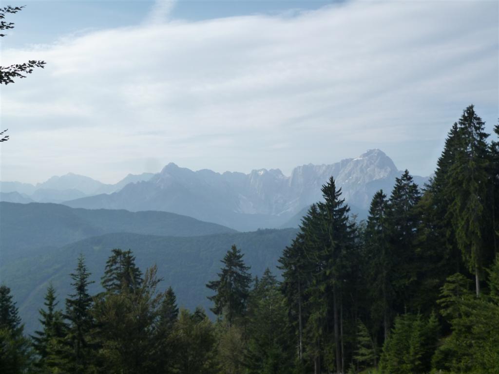 Au loin, Le massif du Triglav