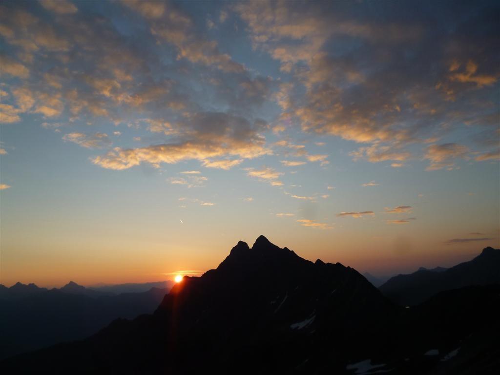 Lever de soleil depuis la montée vers le Steinkarpitz (2524m)