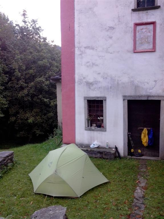 Bivouac près d'une église à Olino, hameau inhabité à cette période !