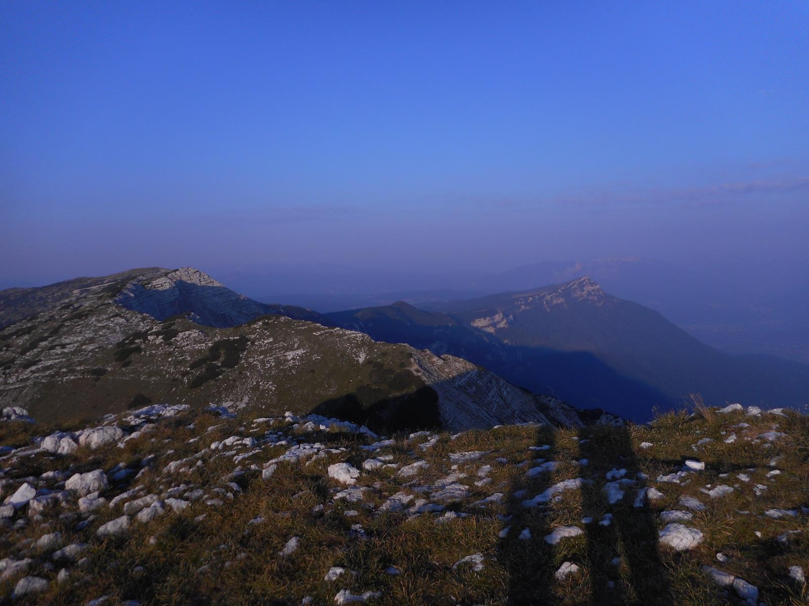 à 7h, sur le monte Dodici, vue sur l'enfilade de crêtes que l'on va suivre