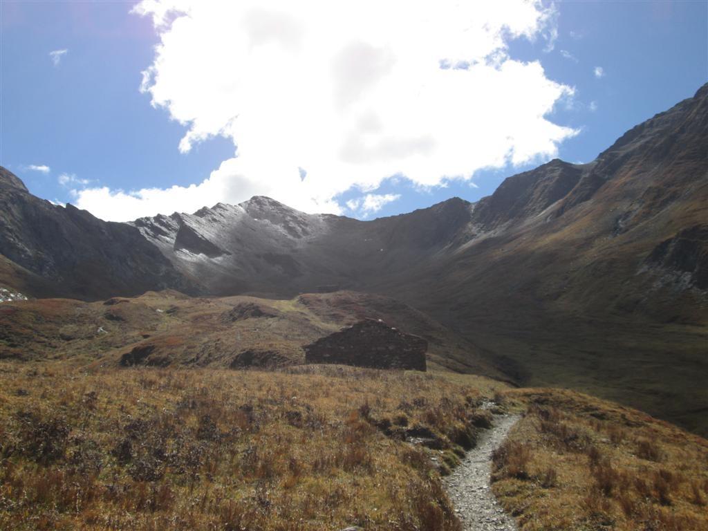 Sous le col de Bellino (2804m), le Monte Maniglia (3177m)