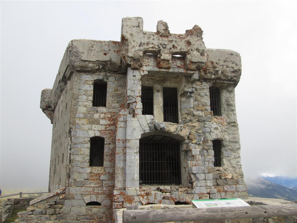 Ruine inquiétante de la Redoute (2080m)