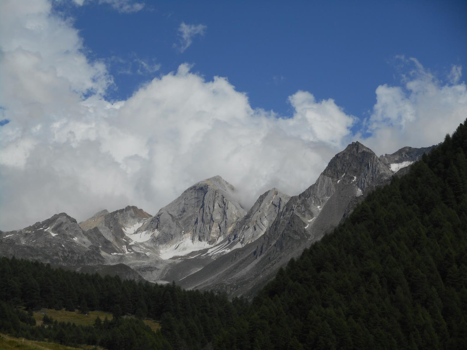 Superbe vallon dominé par l'Hohe Weisse (3254m)