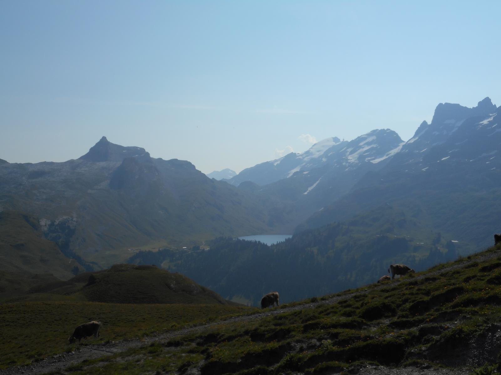 ... vers l'EngstlenSee et le Jochpass (2207m)