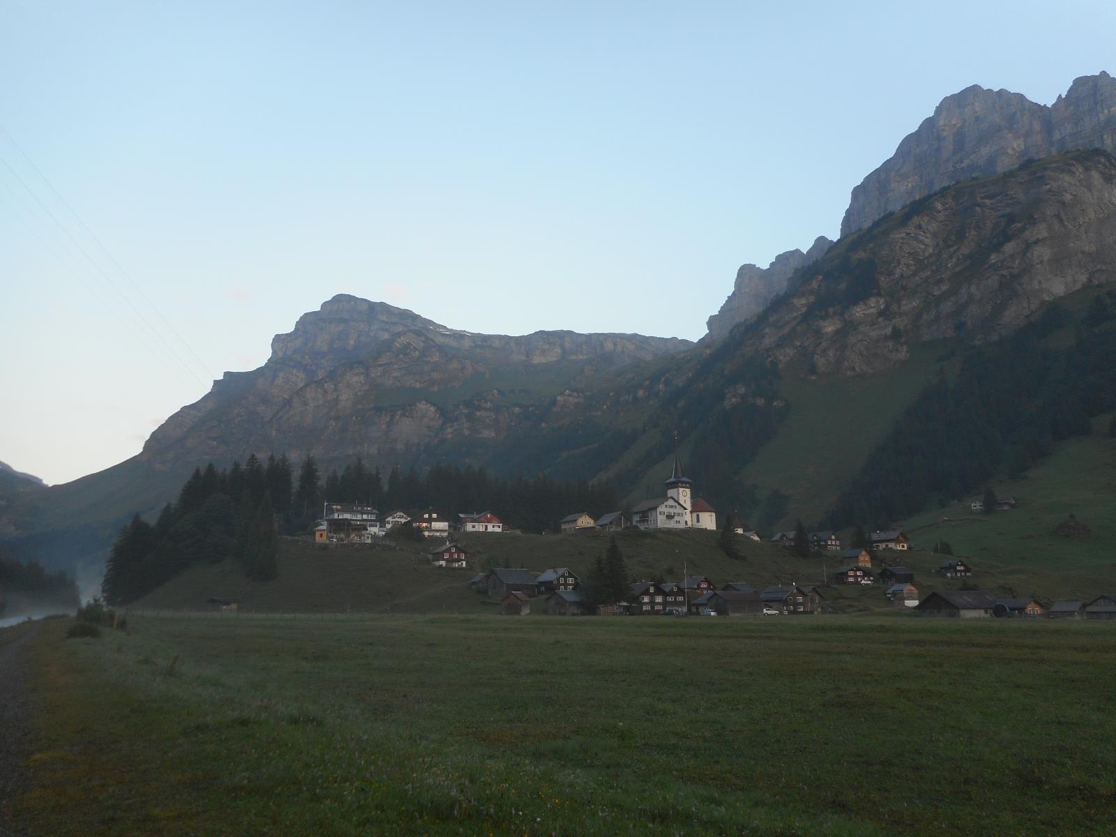 On quitte UnnerBoden pour descendre sur Linthal (662m)