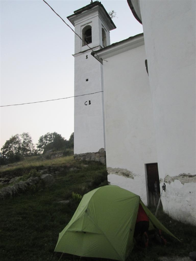 Un bivouac sympa, près d'une église, au dessus de Pialpetta