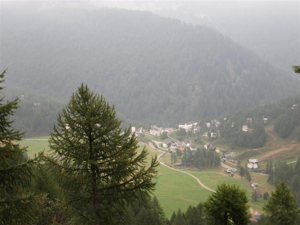 Vue sur l'Alpe Dévero en remontant vers le val Buscagna (variante)