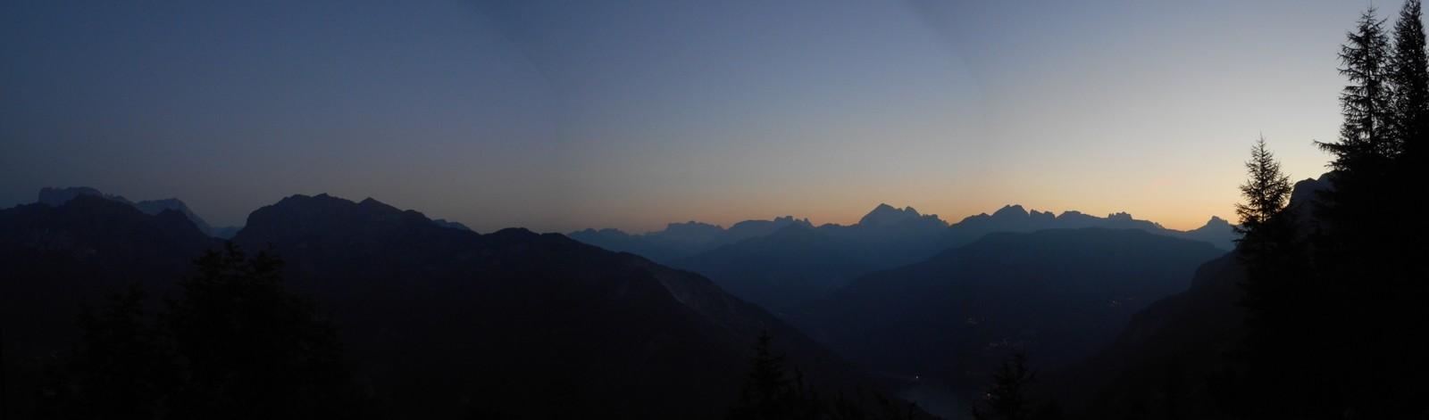 Lever de soleil depuis le bivouac Mandro (massif de la Civetta)