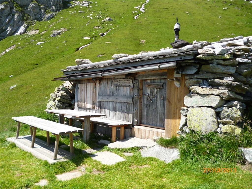 Cabane bivouac sur le sentier alpin du Pfunderer (variante)