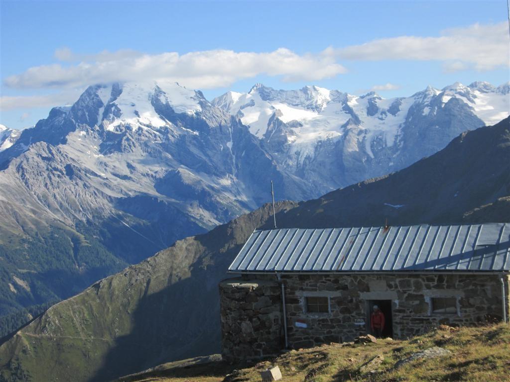 Notre cabane au pic Chavalatch (2763m)