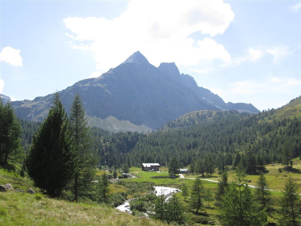Vue sur l'alpage Dosde (2150m). Variante