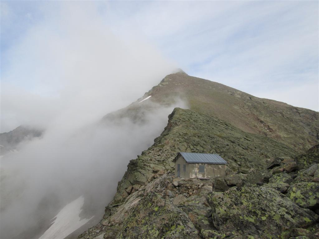 Col et refuge-bivouac Dosde (2824m). Variante