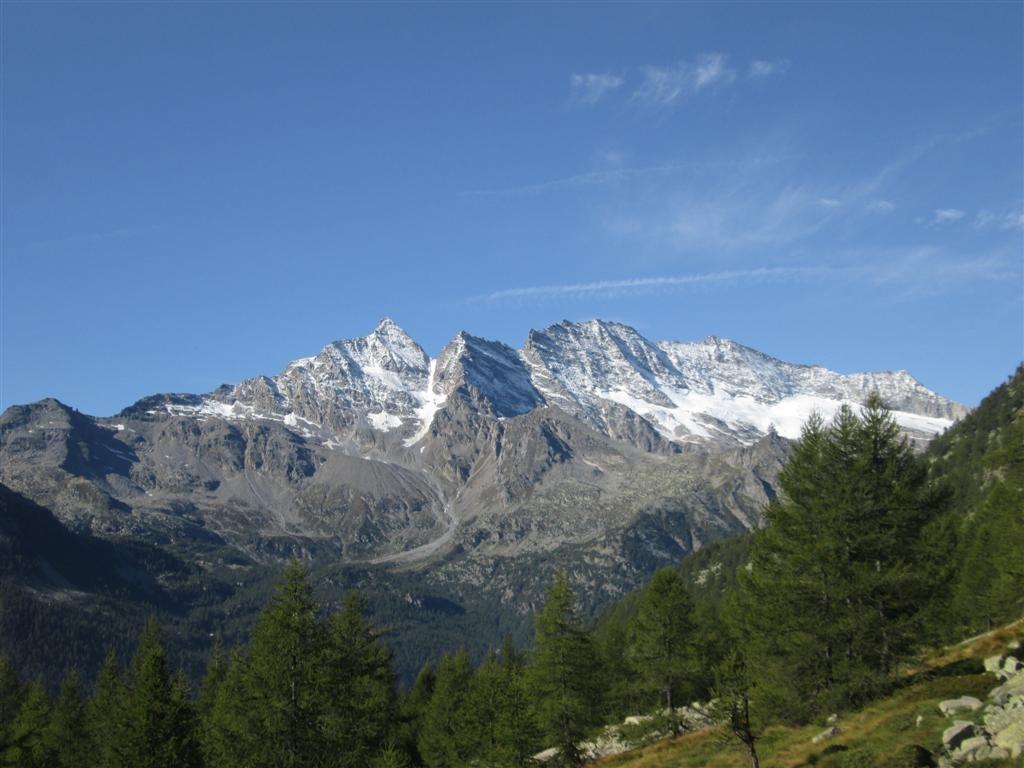 Vue sur le Ciarforon (3642m) et la Tresenta (3609m), massif du Gran Paradis