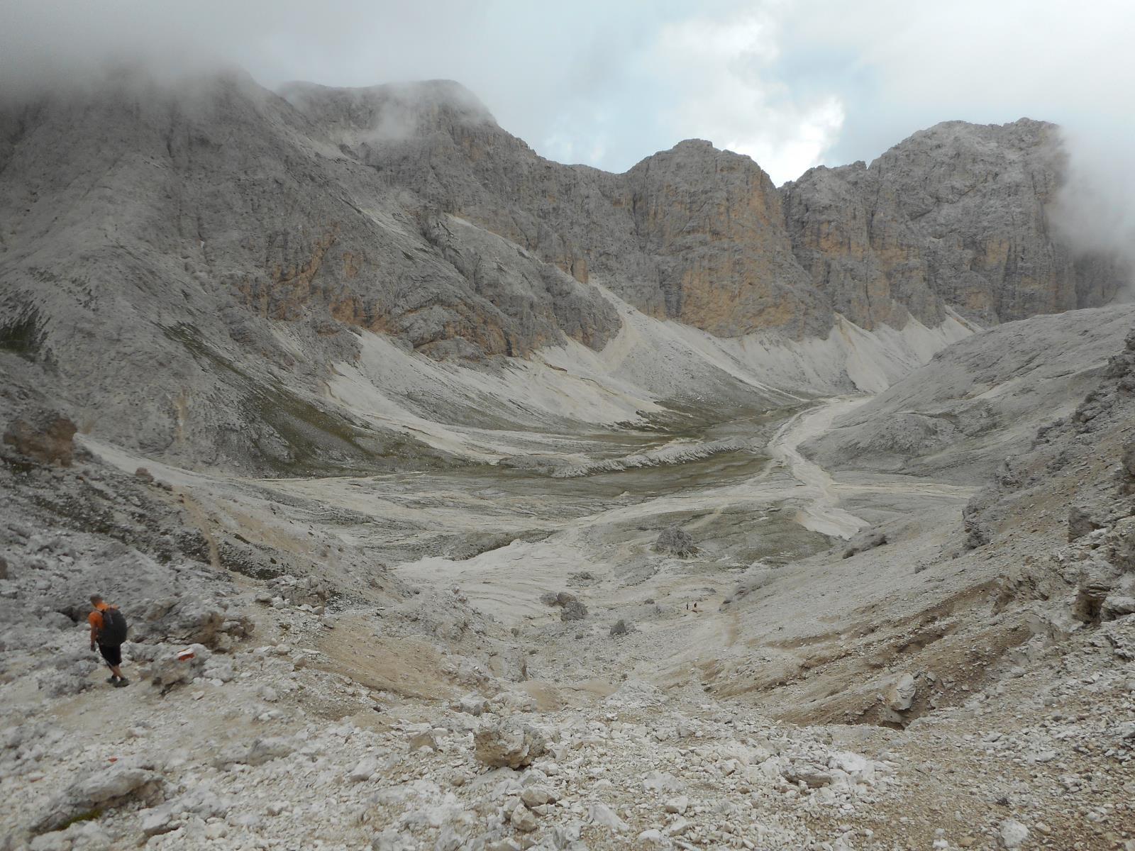 Puis descente sur le lac d'Antermoia