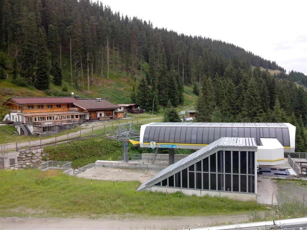 La Via Alpina traverse de nombreuses pistes / stations ...
