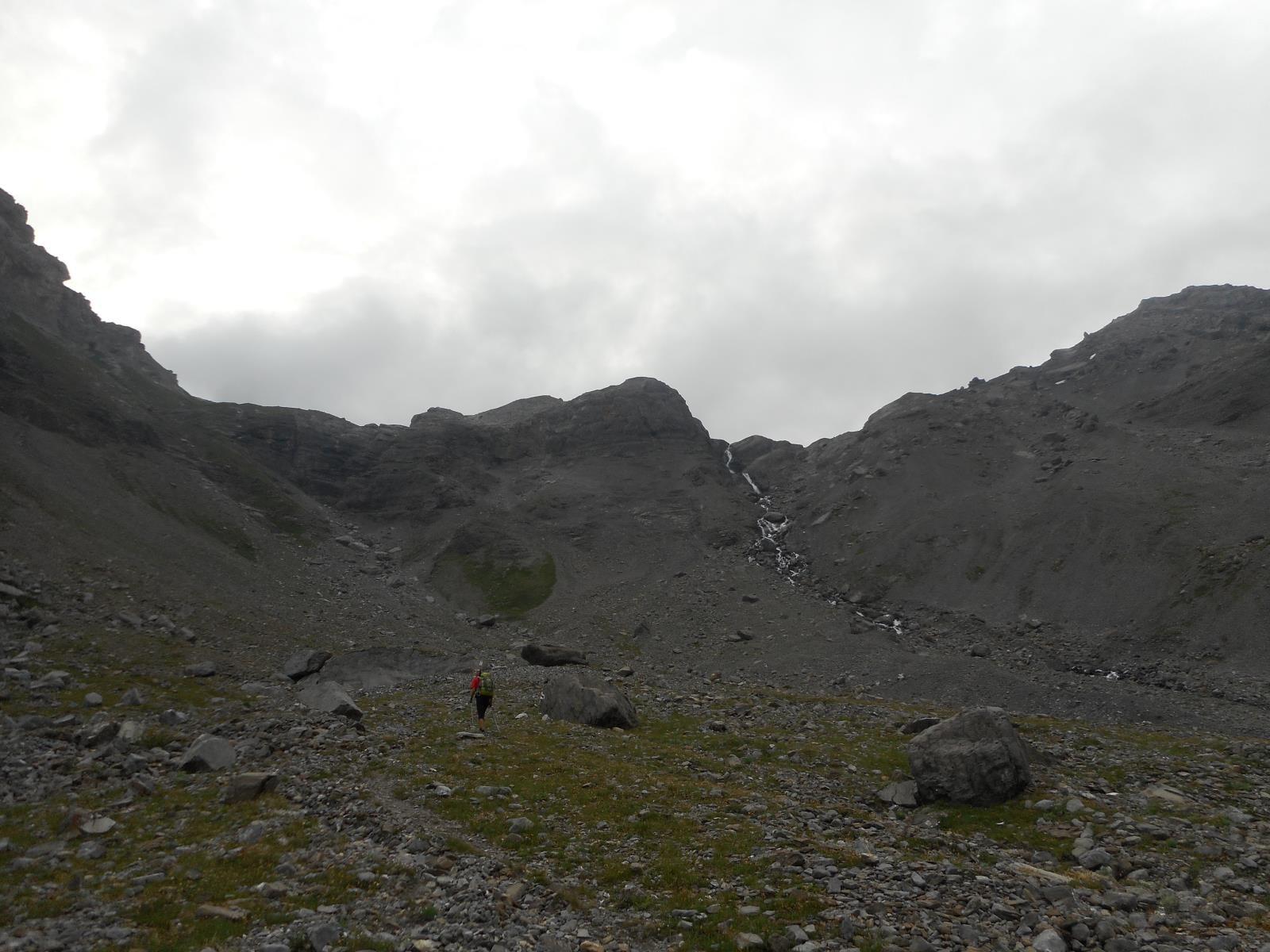 Ce matin, le ciel est couvert, en route vers l'Ammertenpass (2448m)