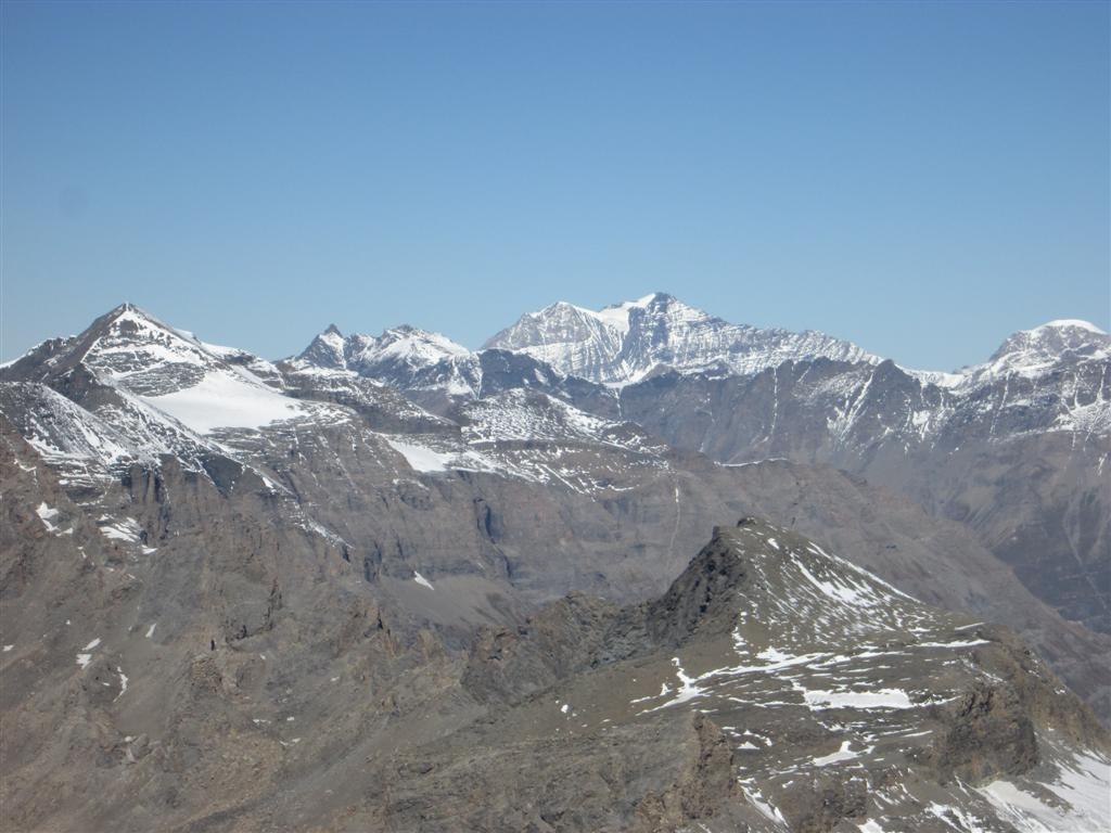 et de l'autre côté, la pointe Charbonel (3756m)