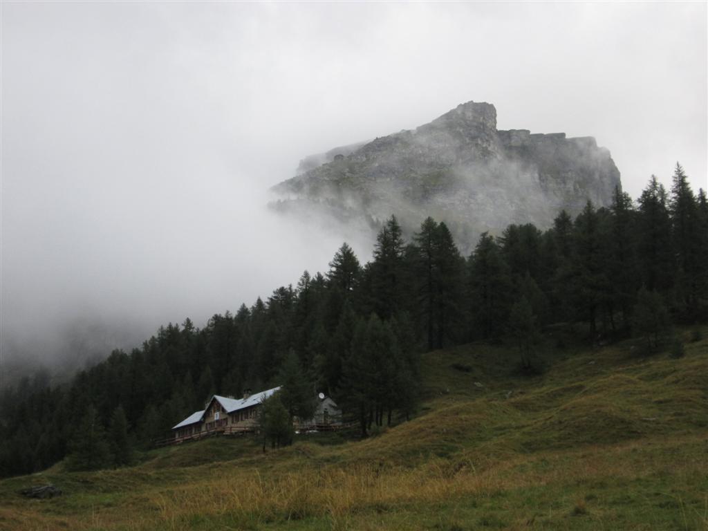 Le refuge CAI d'Arona après une nuit d'orages