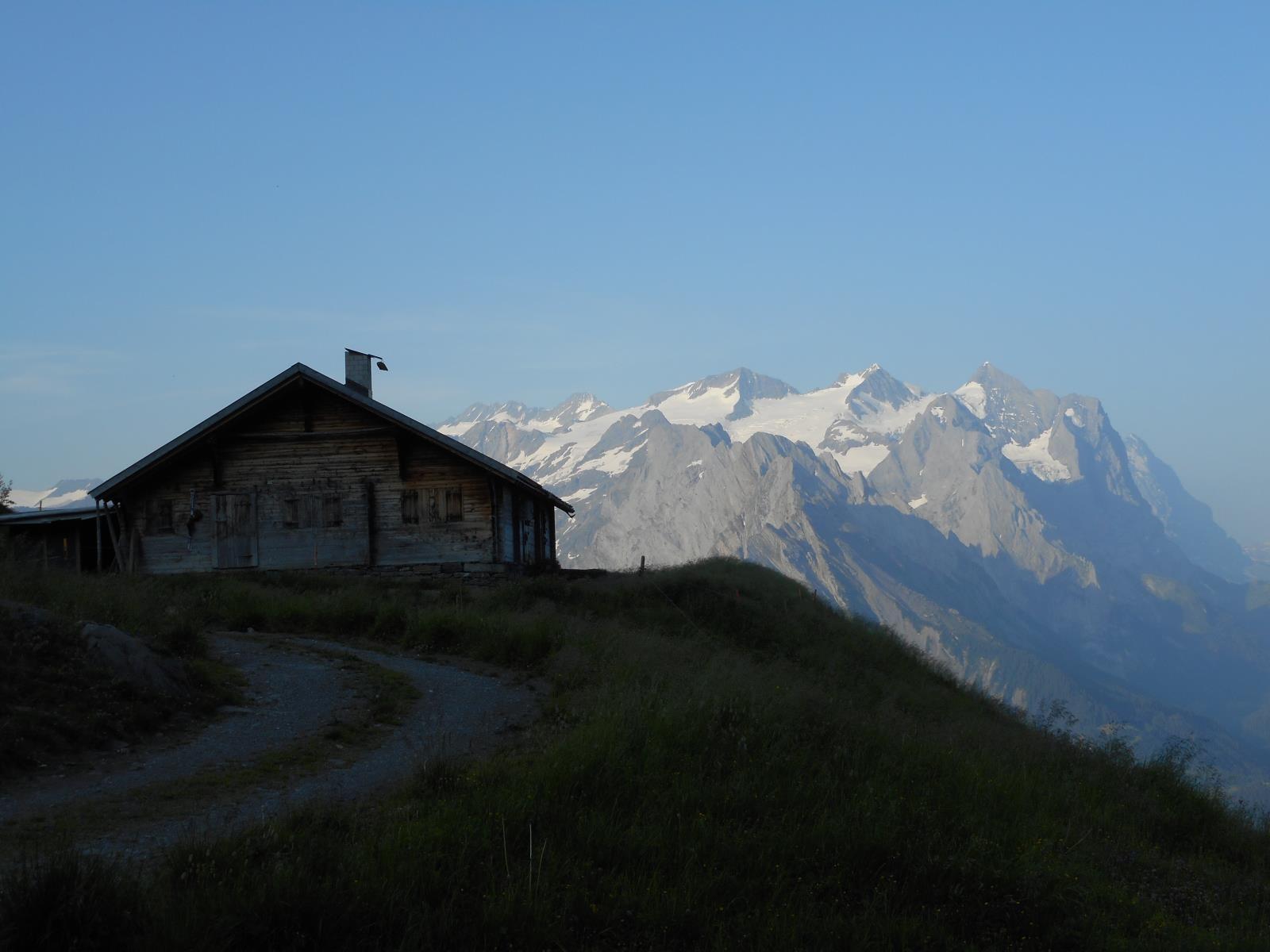 Toujours des vues à couper le souffle sur les massifs du Wetterhorn et du Schreckhorn (4078m)