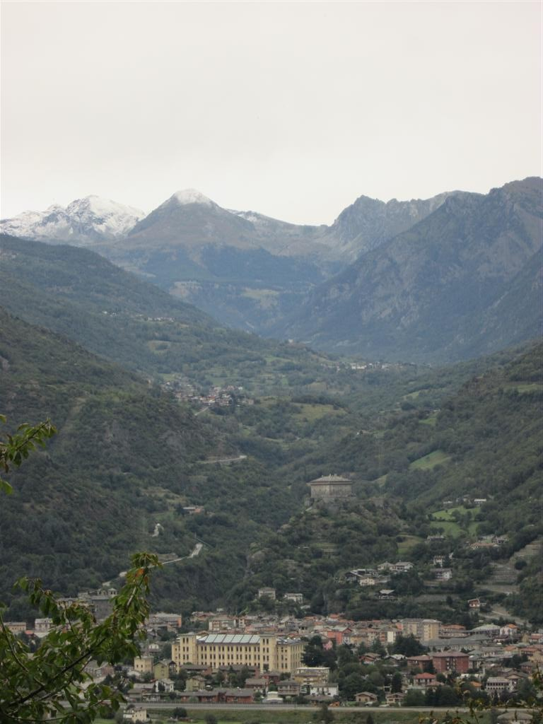 En remontant le Val d'Issogne, vue sur Véres
