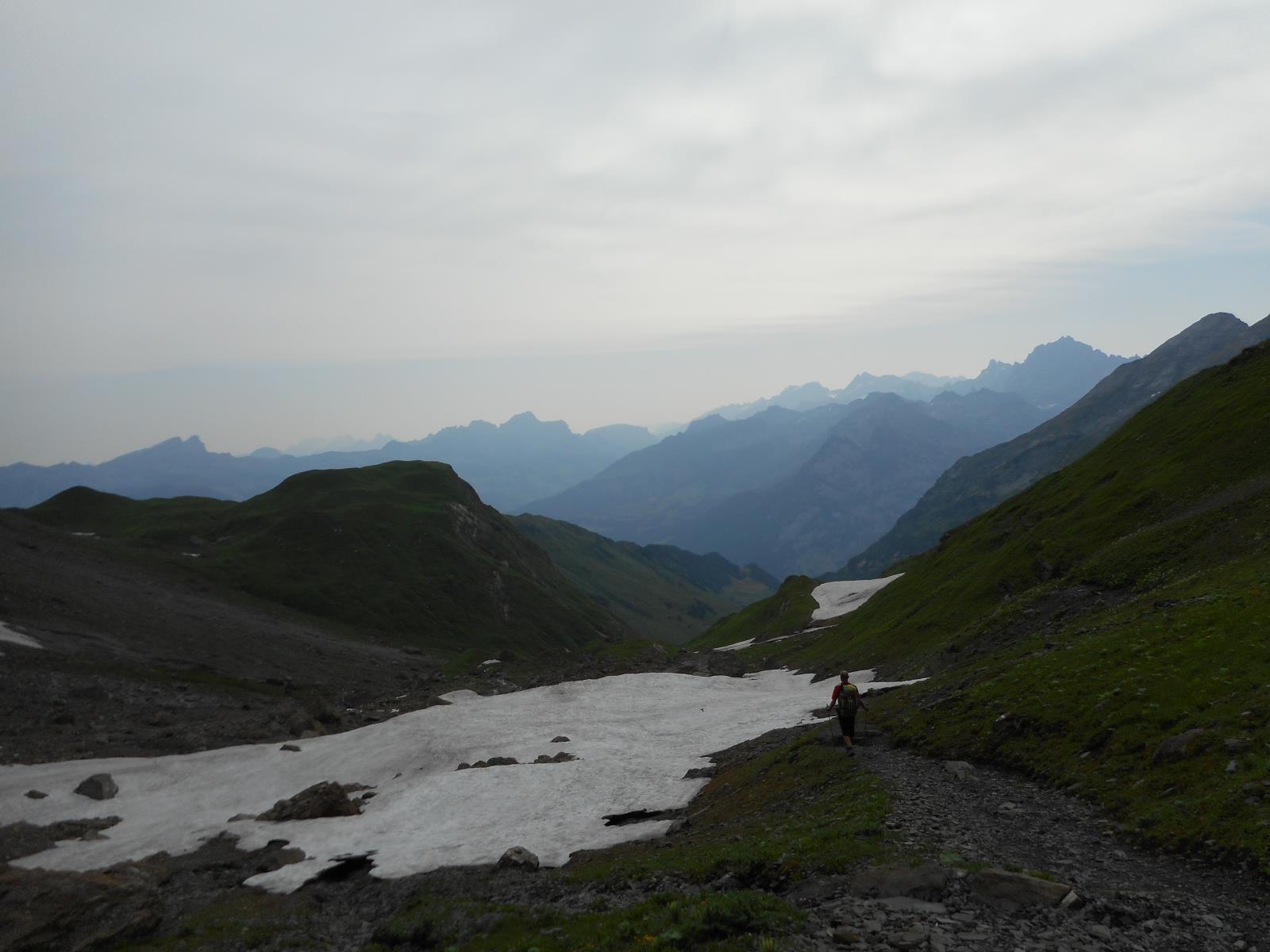 Micro-climat sur ce versant Est, avec encore de gros névés en descendant sur Altdorf (450m)