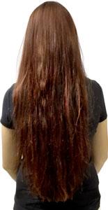 Frau mit langen roten Haaren vor dem Glätten mit der Efalock Straight Brush