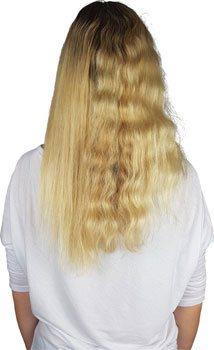 Glättbürste bei widerspenstig lockigen Haaren