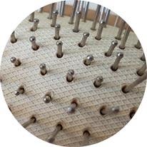 Haarbürste Metallborsten verschwinden im Pneumatikkissen