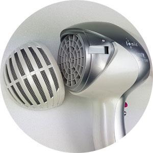 Reinigung Grundig Föhn: Lufteinlassgitter einfach zum Abziehen
