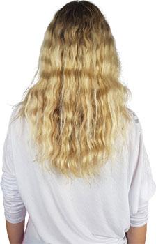 Durchgekämmte, krause Haare vor dem Glätten.