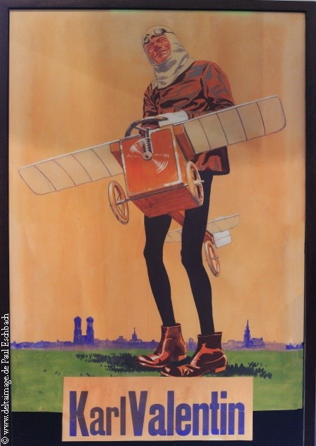 Karl Valentin als früher Aviatiker. Foto: PE, Plakat in der Sammlung und mit freundlicher Genehmigung des Valentin Karlstadt Musäum